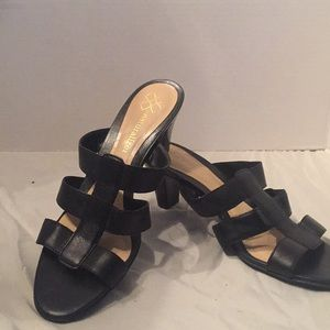 Black sandal with heel